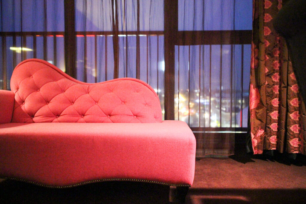 Inntel Art Hotel Eindhoven: il meraviglioso divano della mia stanza